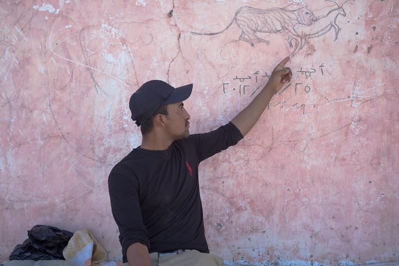 El artista con su obra