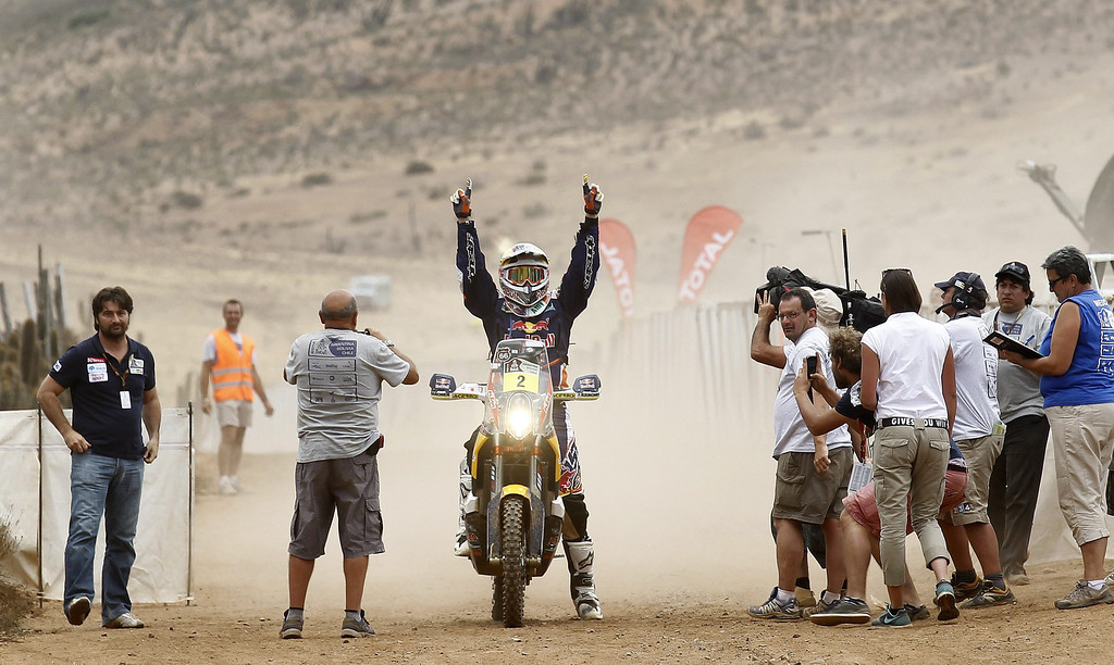 . Spaniard Marc Coma (C) celebrates his victory at the finish line of the last stage of the Rally Dakar 2014 inIllapel, some 150 kilometers from Valparaiso, Chile, 18 January 2014. The rally takes place in Argentina, Bolivia and Chile from 04 to 18 January 2014.  EPA/FELIPE TRUEBA