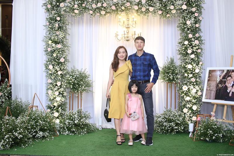Vy-Cuong-wedding-instant-print-photo-booth-in-Bien-Hoa-Chup-hinh-lay-lien-Tiec-cuoi-tai-Bien-Hoa-WefieBox-Photobooth-Vietnam-030.jpg