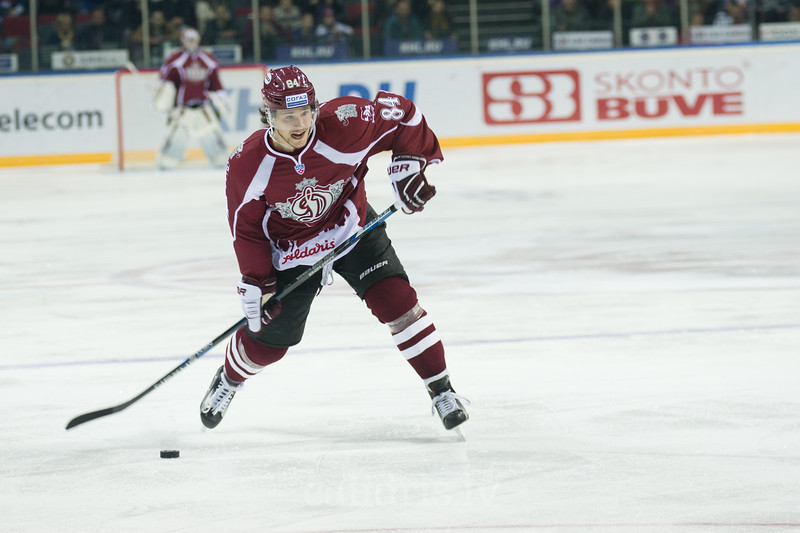 Tomas Kundratek (84) of Dinamo Riga shoots on goal