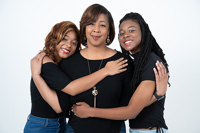 In the studio w/ Tiannah (her bday), DeAmber (big sis) , & Shernita (mom)