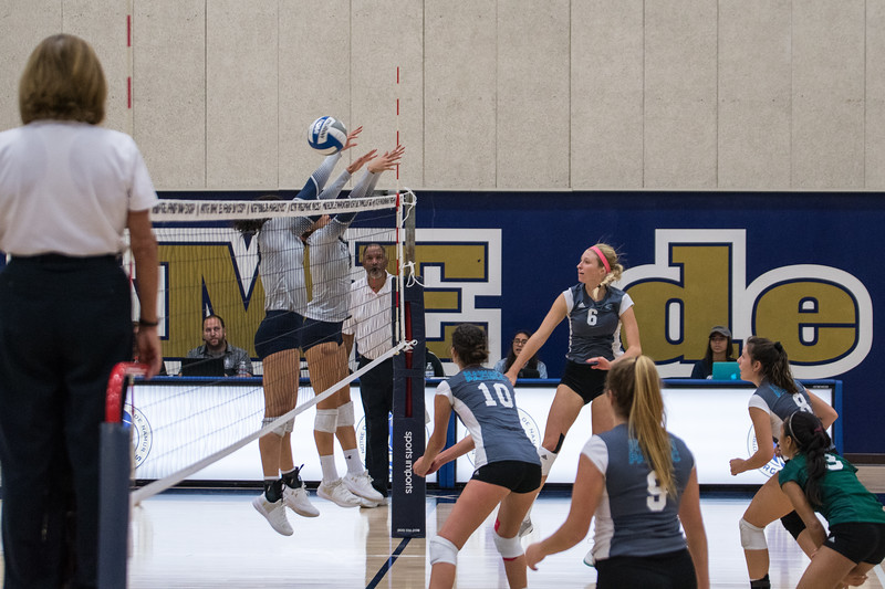 HPU Volleyball-91646.jpg