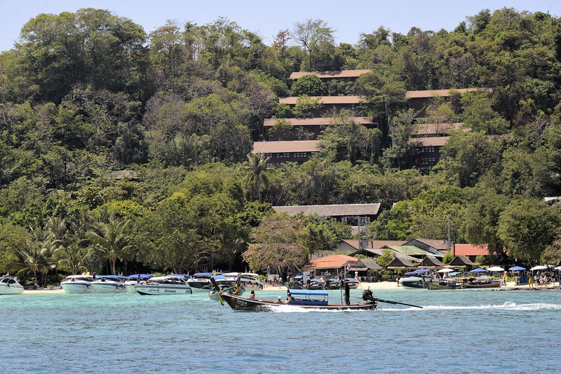 _DG17368-12R Resort.JPG