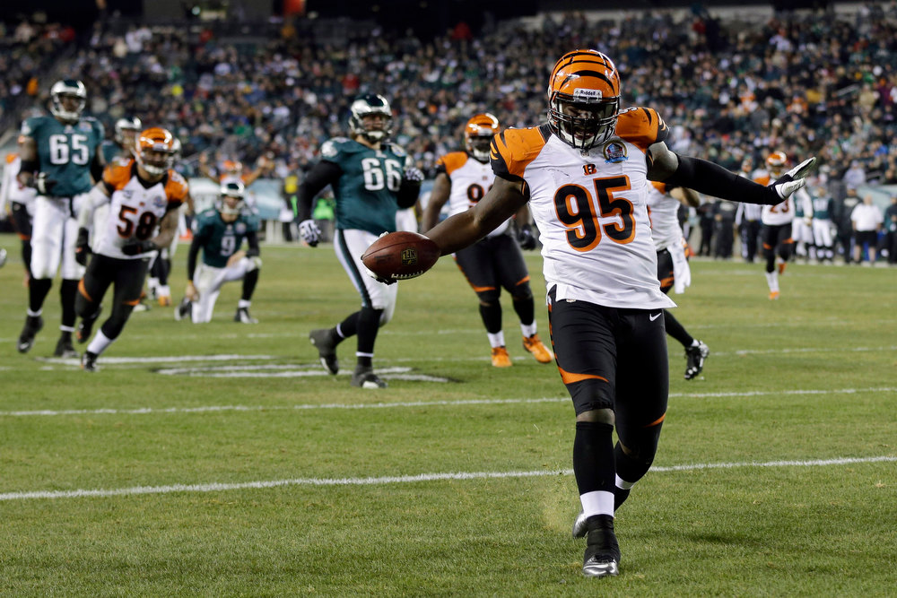 Description of . Cincinnati Bengals' Wallace Gilberry struts into the end zone for a touchdown after recovering a fumble by the Philadelphia Eagles in the second half of an NFL football game on Thursday, Dec. 13, 2012, in Philadelphia. (AP Photo/Mel Evans)