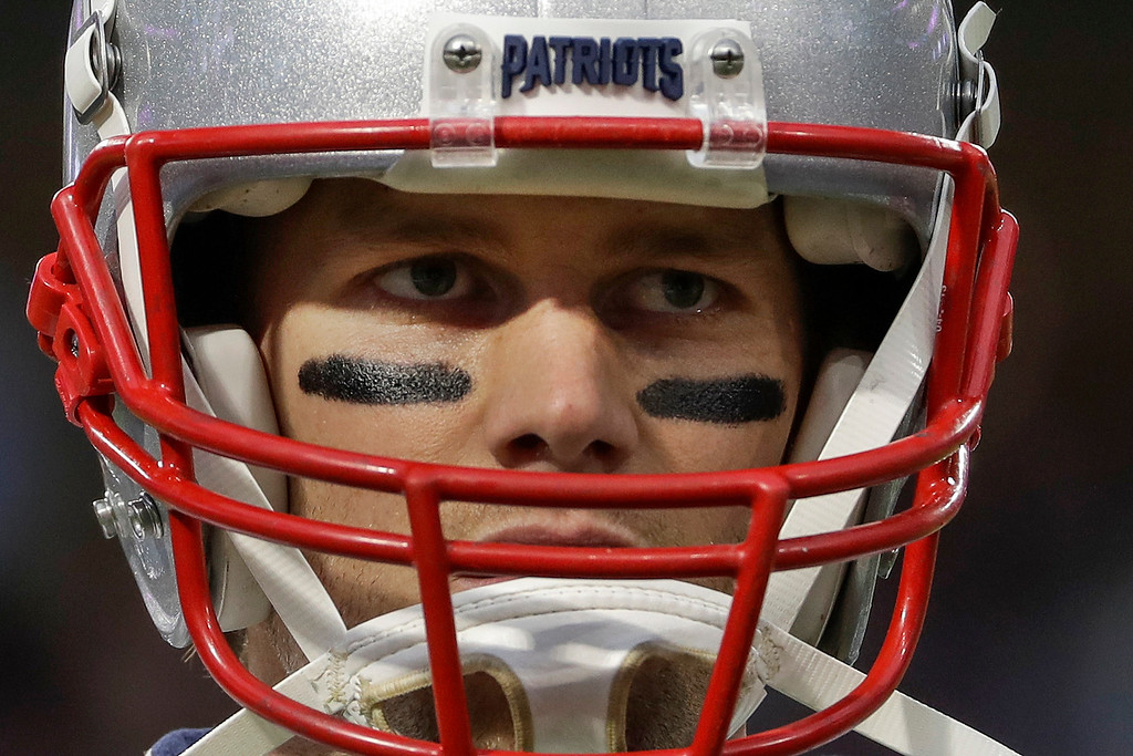 . New England Patriots quarterback Tom Brady warms up before the NFL Super Bowl 52 football game against the Philadelphia Eagles Sunday, Feb. 4, 2018, in Minneapolis. (AP Photo/Matt Slocum)