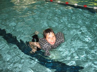 Zwemmen met kleren, 6de lj.