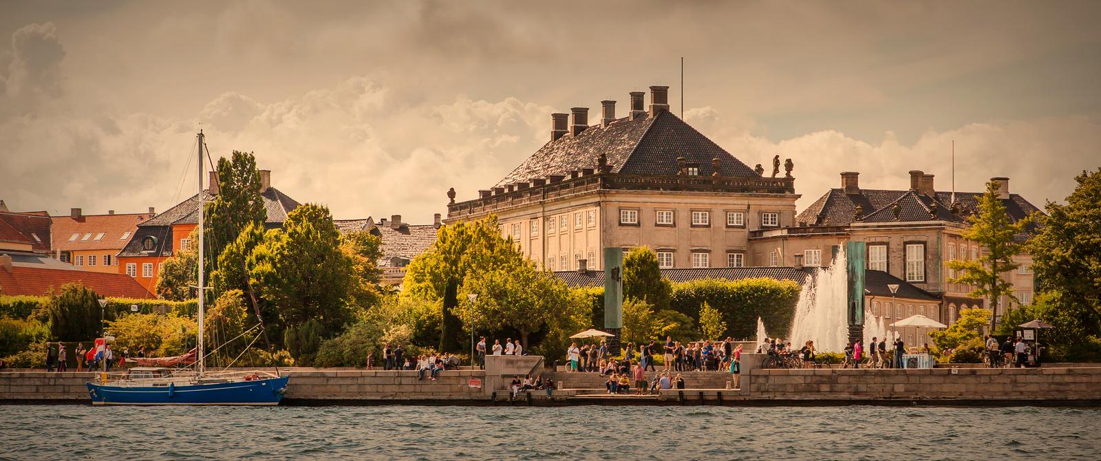 丹麦哥本哈根,岸边的景
