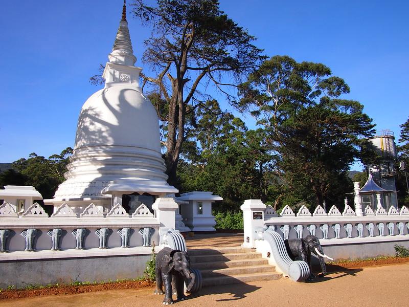 P2168534-buddhist-temple.JPG