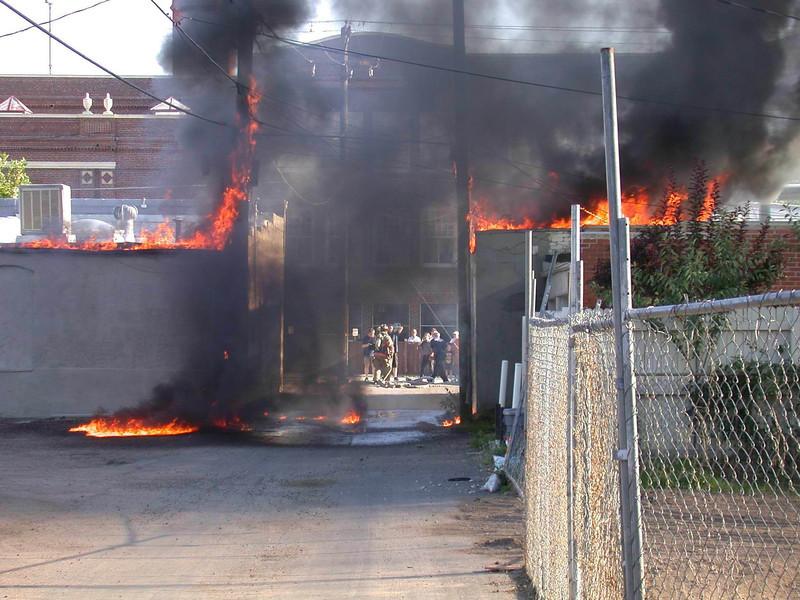 wls_20050829_STORE FIRE 005.jpg