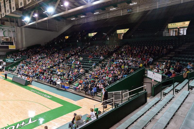 crowd4988.jpg