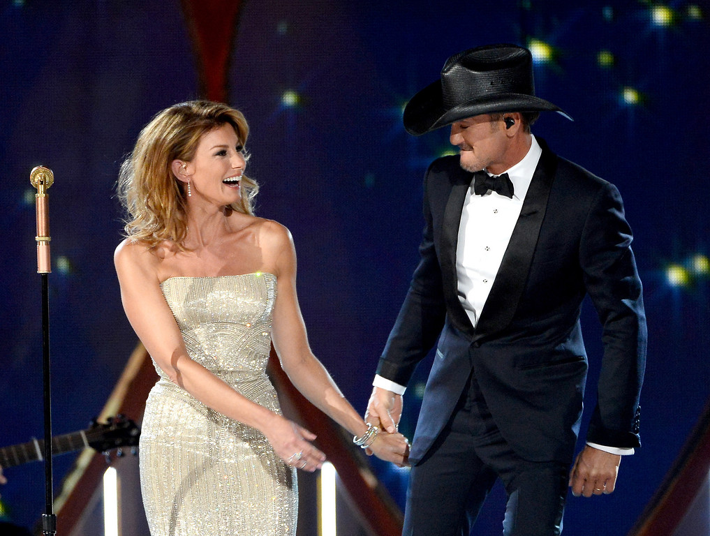 . Singers Faith Hill (L) and Tim McGraw perform onstage during the 49th Annual Academy Of Country Music Awards at the MGM Grand Garden Arena on April 6, 2014 in Las Vegas, Nevada.  (Photo by Ethan Miller/Getty Images)