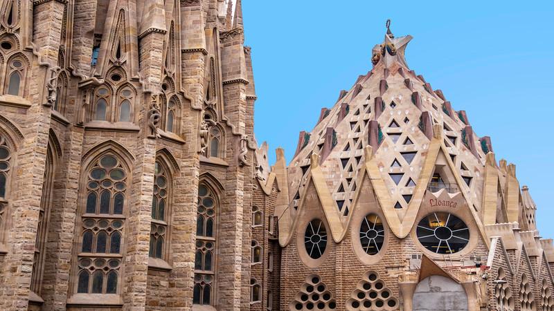 0270 Gaudi Sagrada Familia 16x9.jpg