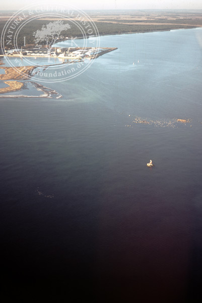 Mouth of Helge å with shallow water areas and possibly older stone structures below the water surface [Söndre kar] (19 November, 1988). | LH.0253
