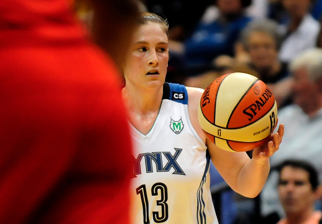 . Minnesota\'s Lindsay Whalen looks for a teammate in the first half. (Pioneer Press: Scott Takushi)