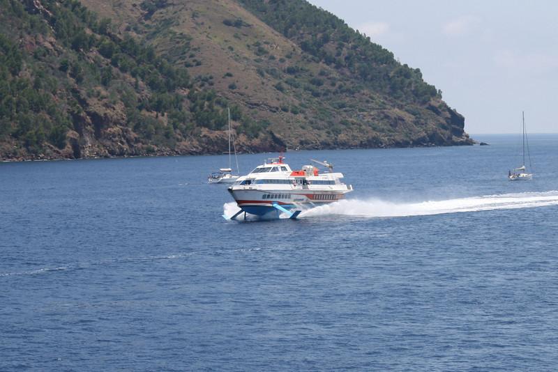 2009 - Hydrofoil ATANIS arriving to Lipari.