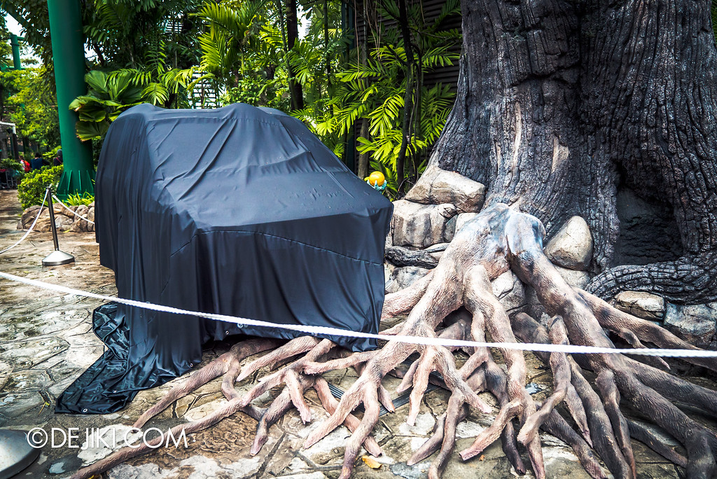 Universal Studios Singapore - Halloween Horror Nights 6 Before Dark Day Photo Report 2 - Suicide Forest abandoned car 2