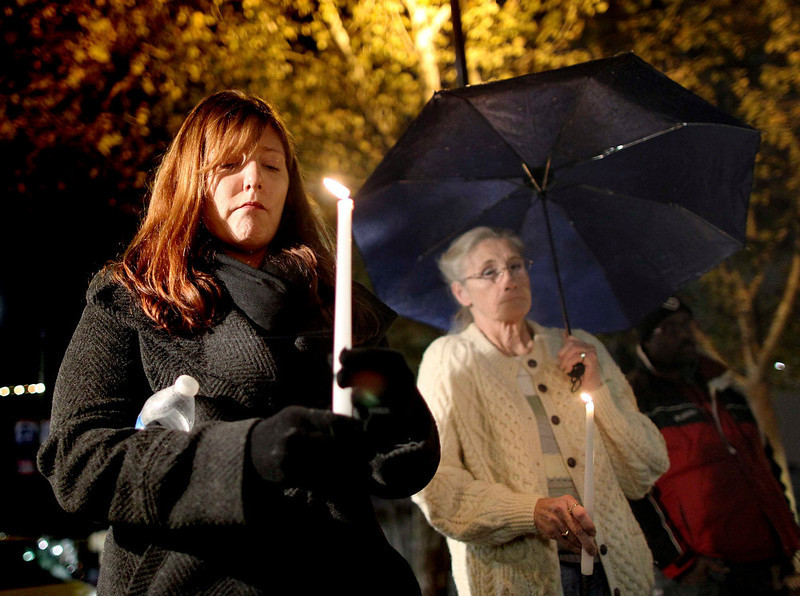 . Denise Johnson (L) and her mother Doreen Finsinger, both from Connecticut, hold candles during a candlelight vigil in memory of those killed in a mass shooting at Sandy Hook Elementary School in Connecticut, in Los Angeles, California, December 14, 2012. A heavily armed gunman opened fire on school children and staff at a Connecticut elementary school on Friday, killing at least 28 people, including 20 children, in the latest in a series of shooting rampages that have tormented the United States this year. REUTERS/David McNew