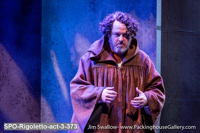 SPO-Rigoletto-act-3-373.jpg