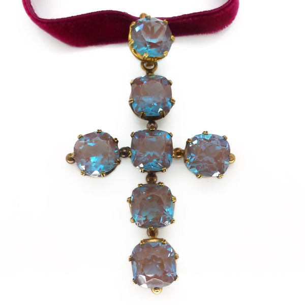 ANTIQUE EDWARDIAN SAPHIRET GLASS CUSHION CUT CRUCIFIX CROSS PENDANT NECKLACE