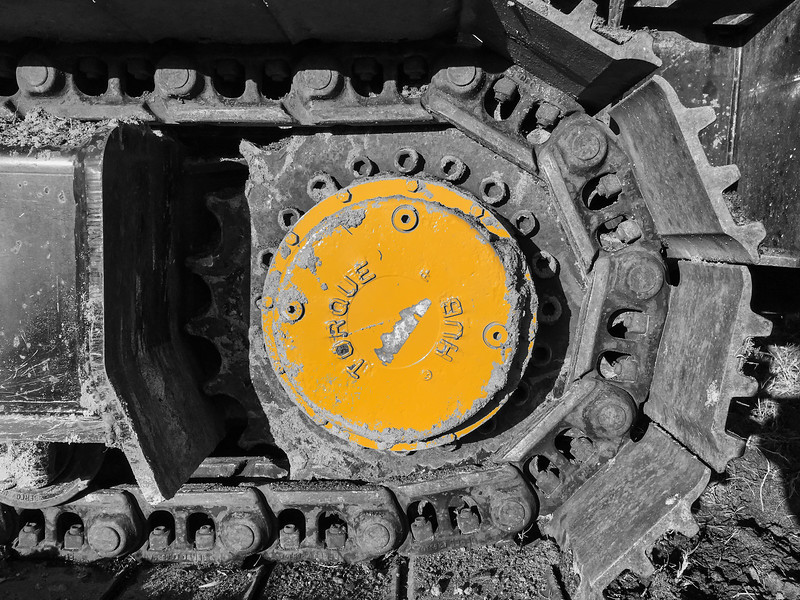 Yellow Hub In Continuous Tread