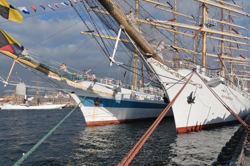Der Hafen war richtig voll, so dass die Kreuzfahrtschiffe draussen bleiben mussten.
