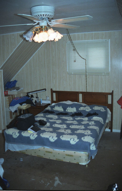 1992 04 26 - Old Bedroom 01.jpg