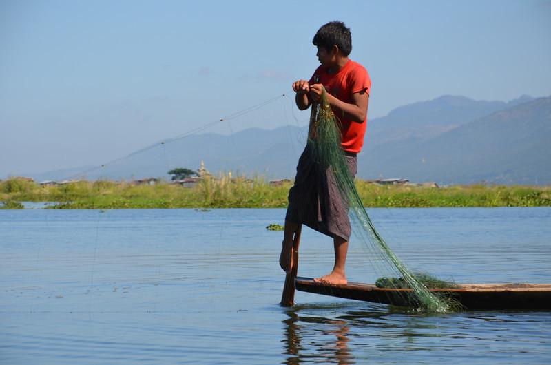 DSC_4363-intha-fisherman-with-net.JPG