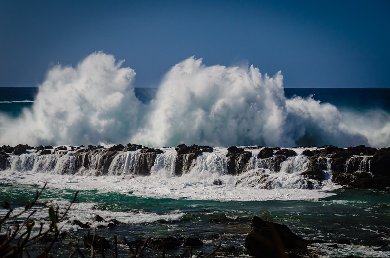 Hawaii North Shore wave crash 021515-1.jpg