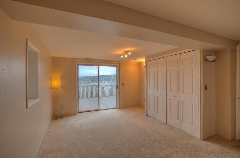 bedroom 1 downstairs.jpg
