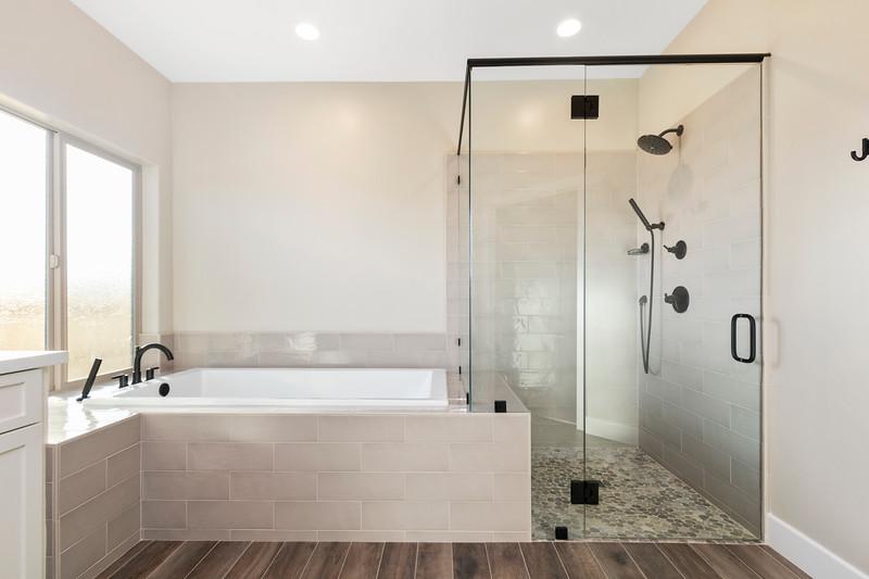 3510 Lakeside Village 30 Master Bath.jpg