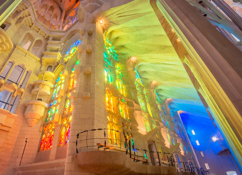 Sagrada-Familia-lights-and-windows.jpg