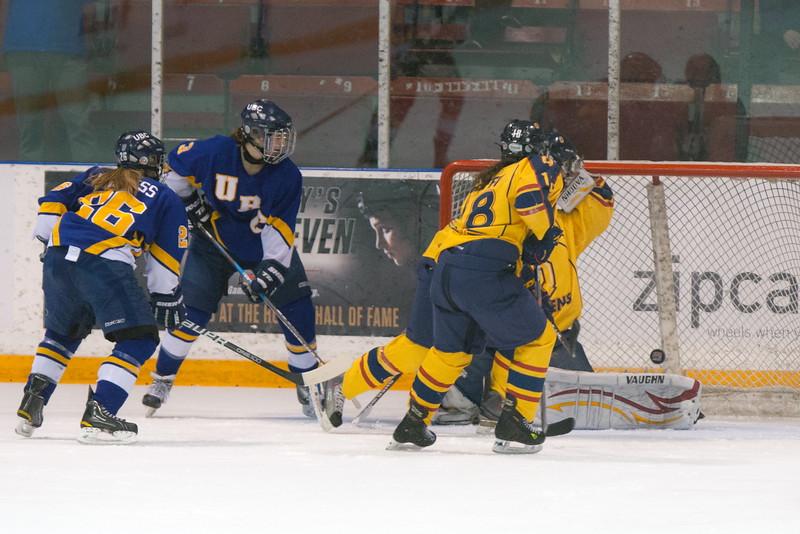 20130310 QWHockeyvsUBC 472.jpg