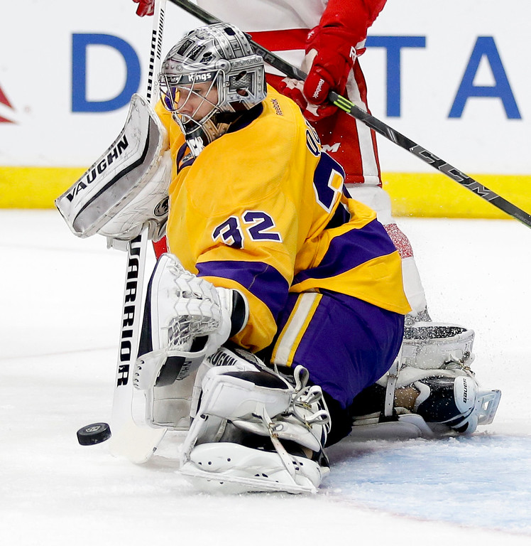 . Los Angeles Kings goalie Jonathan Quick makes a save against the Detroit Red Wings during the first period of an NHL hockey game in Los Angeles, Tuesday, Feb. 24, 2015. (AP Photo/Chris Carlson)