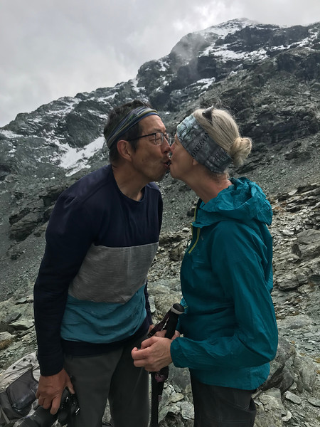 Harvey & Sheri share a piece of chocolate at the top of the pass
