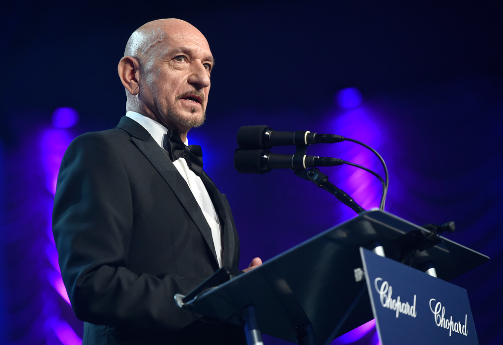 ". Ben Kingsley presents the Desert Palm Achievement actor award to Casey Affleck for ""Manchester by the Sea\"" at the 28th annual Palm Springs International Film Festival Awards Gala on Monday, Jan. 2, 2017, in Palm Springs, Calif. (Photo by Chris Pizzello/Invision/AP)"