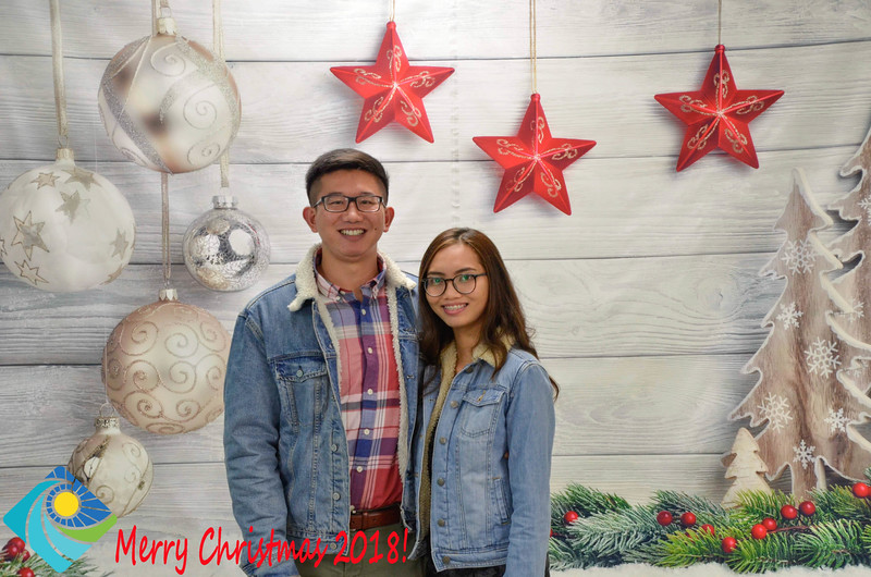 Christmas Photobooth 2018-029_01.jpg