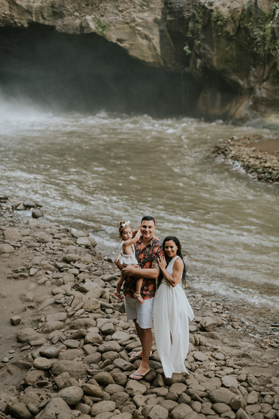 VTV_family_photoshoot_with_waterfall_Bali (32).jpg