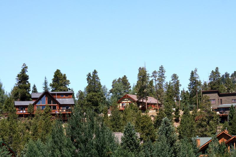 Some nice houses around the edge of Lake Dillon.