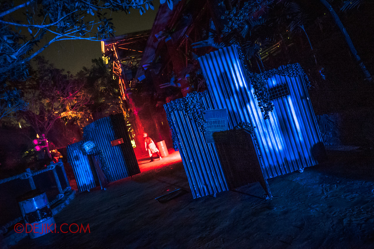 USS Halloween Horror Nights 8 Zombie Laser Tag - Final level