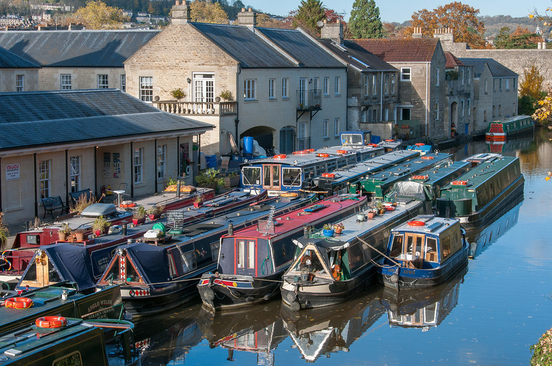Narrow boats parked next to each other in Bath, England