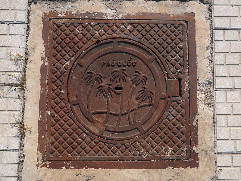 IMG_9076-phu-quoc-manhole-cover.JPG