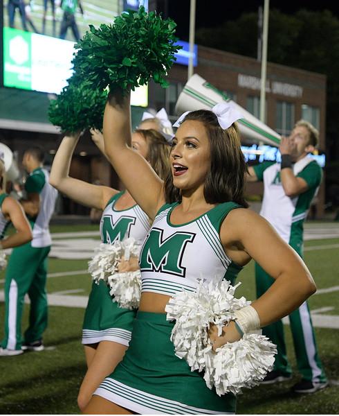 cheerleaders8834.jpg