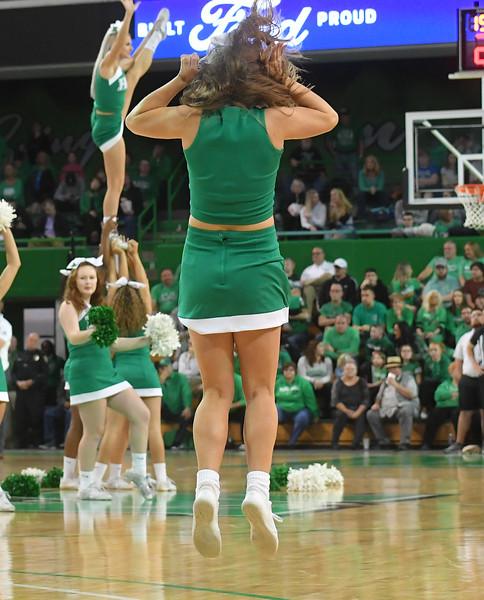 cheerleaders1013.jpg