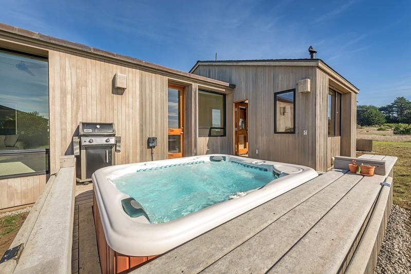 Hot Tub & Back Deck