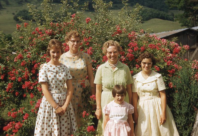 july 1961-''VIRGINIA FLANARY, DORIS,  M.IDY, ZELMA AND NAOMI.jpg