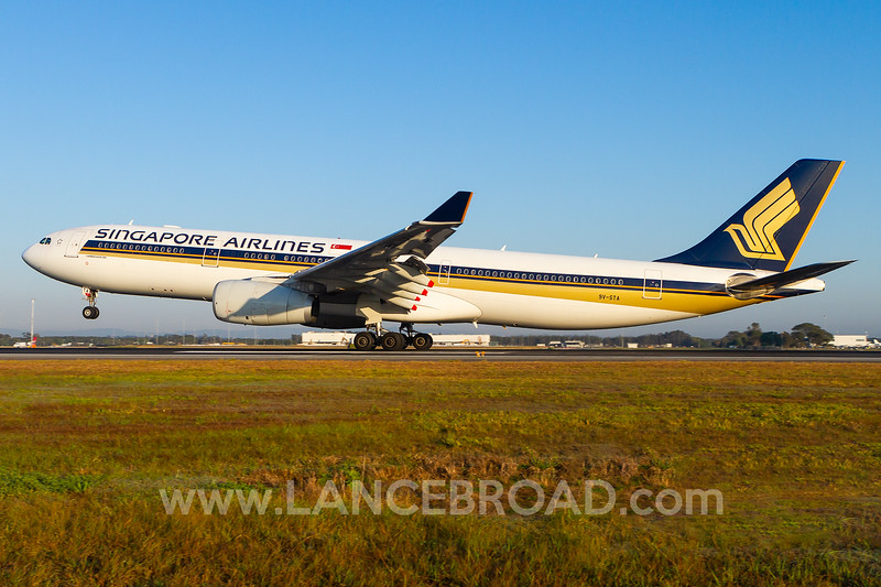 Singapore Airlines A330-300 - 9V-STA - BNE