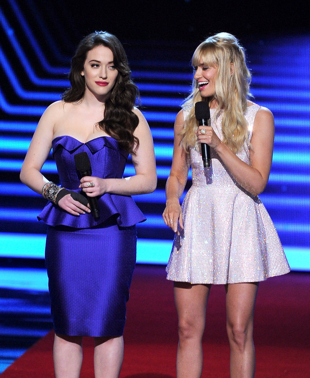 . LOS ANGELES, CA - JANUARY 08:  Co-hosts Kat Dennings (L) and Beth Behrs speak onstage at The 40th Annual People\'s Choice Awards at Nokia Theatre L.A. Live on January 8, 2014 in Los Angeles, California.  (Photo by Kevin Winter/Getty Images)