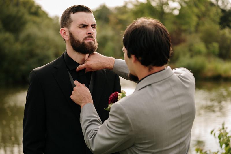 rustic_ohio__fall_barn_wedding-184.jpg
