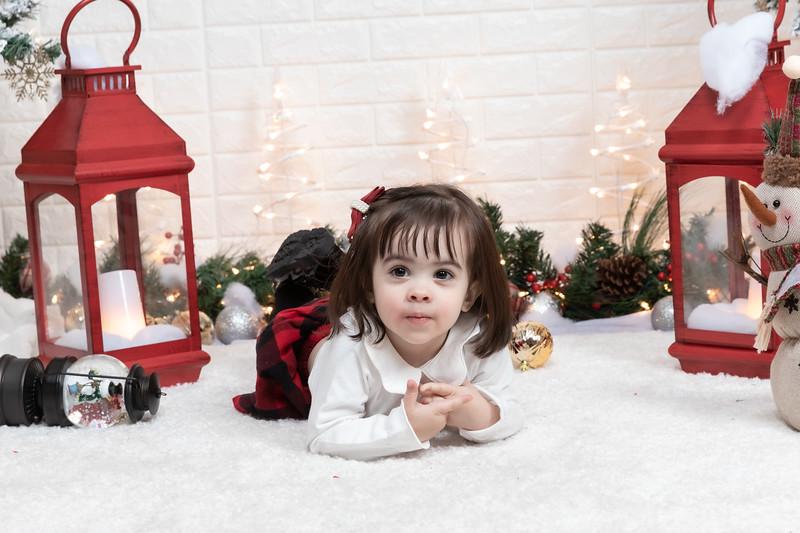 12.21.19 - Fernanda's Christmas Photo Session 2019 - -37.jpg