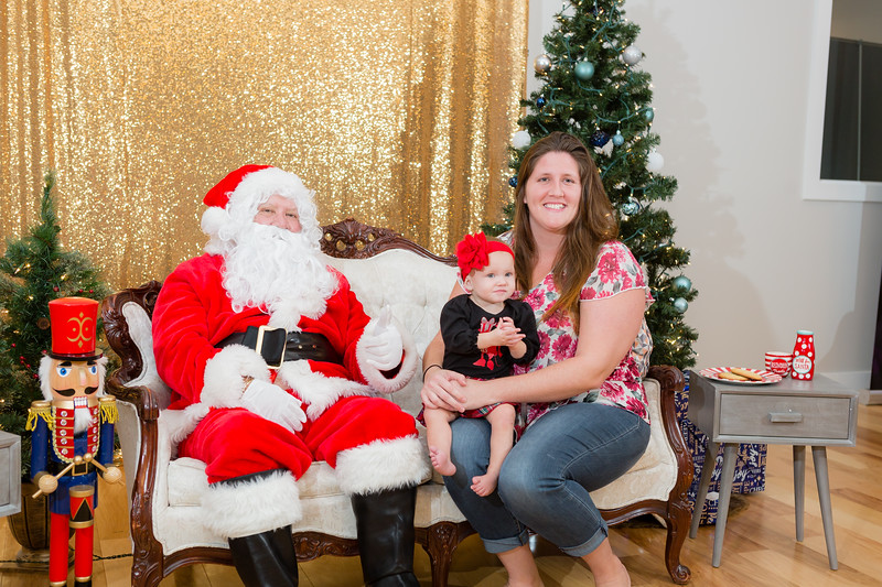 FADS Picture with Santa-329.jpg